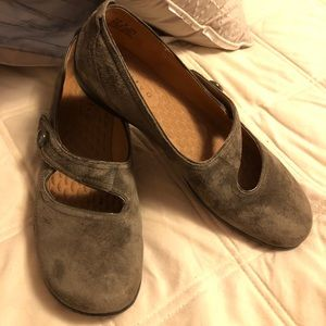 Clark's olive suede flats